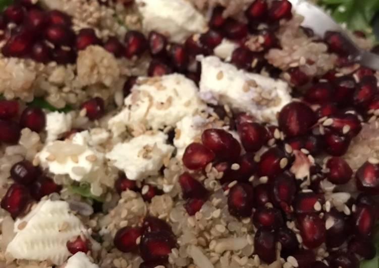 Ensalada rápida para la cena con granada y quinoa
