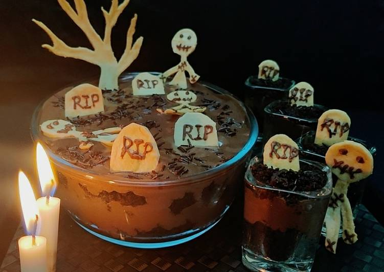 Graveyard chocolate mousse cake parfait