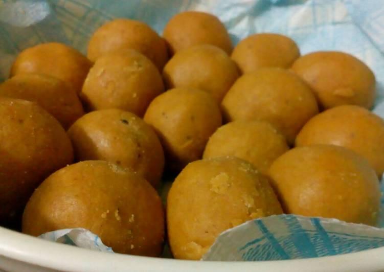 Besan ladoo (indian dessert)