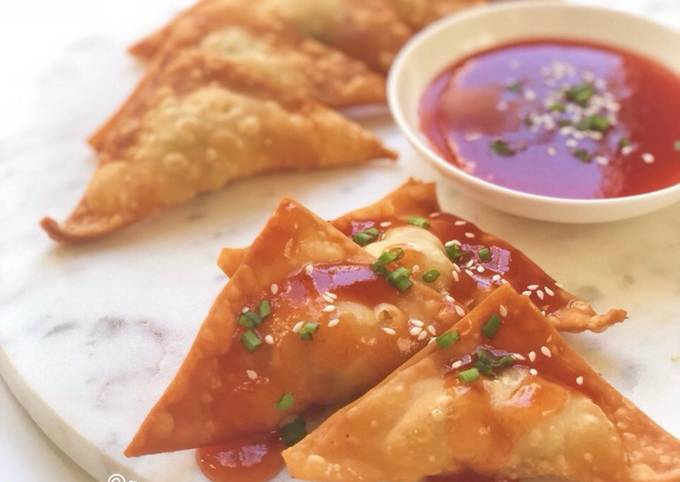 Fried Wonton with Dipping Sauce