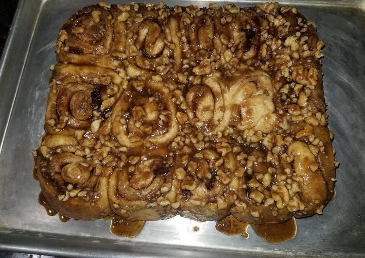 Cinnamon date pecan rolls