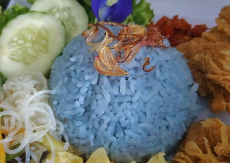 Nasi Uduk Biru (bunga telang)
