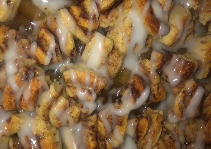 Cinnamon roll apple pie breakfast casserole ???? SUPER EASY