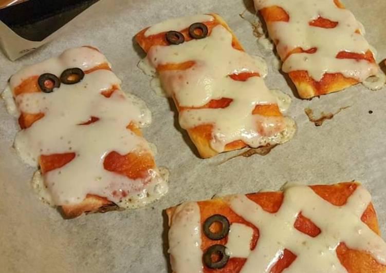 Ricetta Halloween pizzette mummia