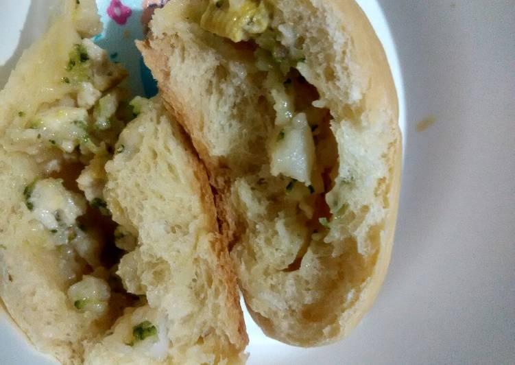 Day. 98 Roti Isi Tumis Dori Brokoli (9 month+)