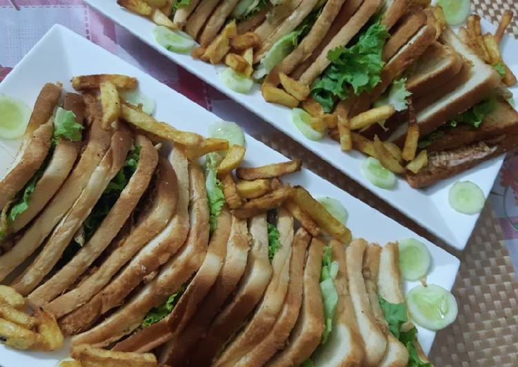 Recipe: Appetizing Club Sandwiches