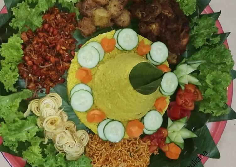 Nasi kuning tumpeng sederhana