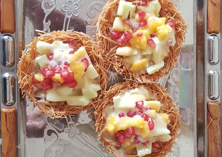 Delightful dessert-Fruit custard basket