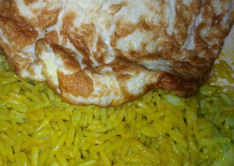 How to Make Delicious Rice with fried egg