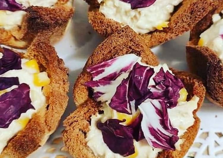 Ricetta Cestini di pancarrè con insalatina di pollo