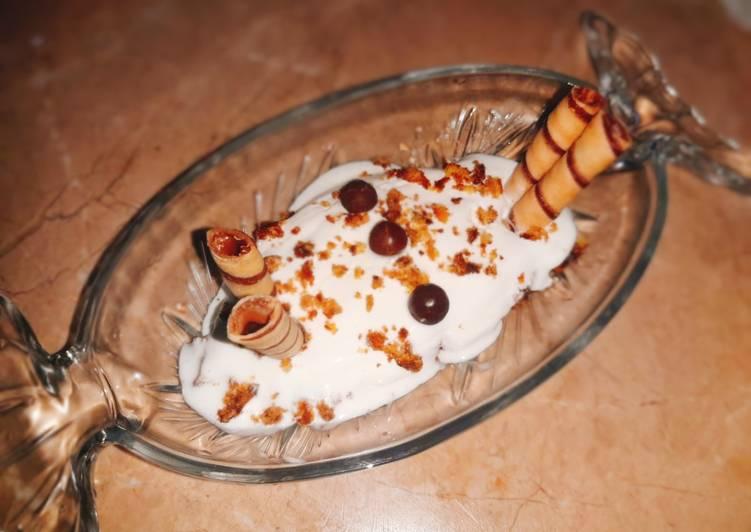 Chocolate and vanilla Cake and ice cream sandae