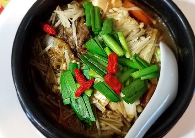 Beef, napa and enoki mushrooms stew