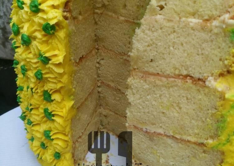 Pineapple spong cake (pineapple shape)