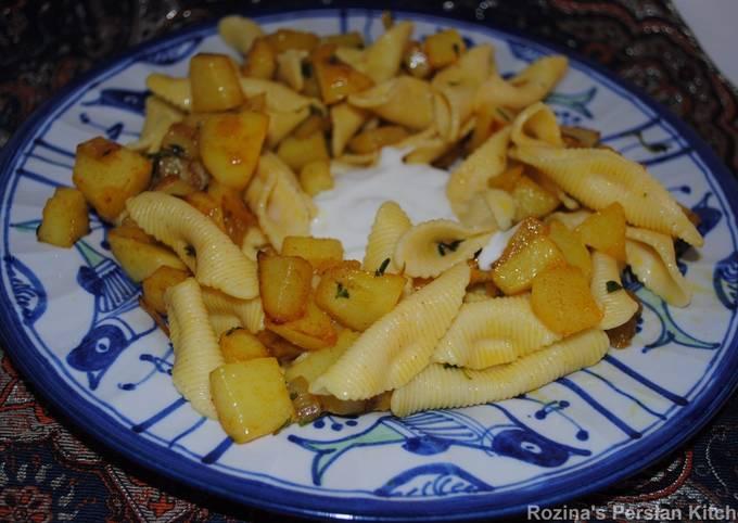 Pasta with fried potatoes and garlic yogrut