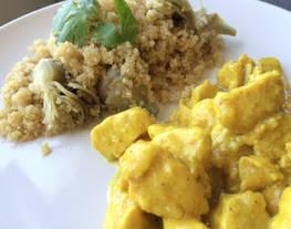 Pollo con canela y dátiles con ensalada de quinoa y alcachofas
