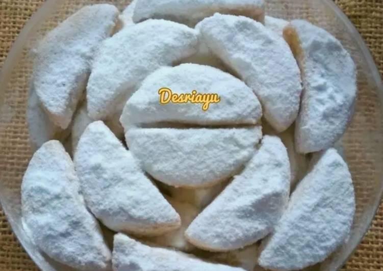 Putri Salju Kacang Almond Keju