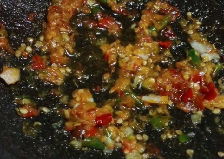 Sambal Korek or Sambel geprek Bawang pedesnya dijamin nagih