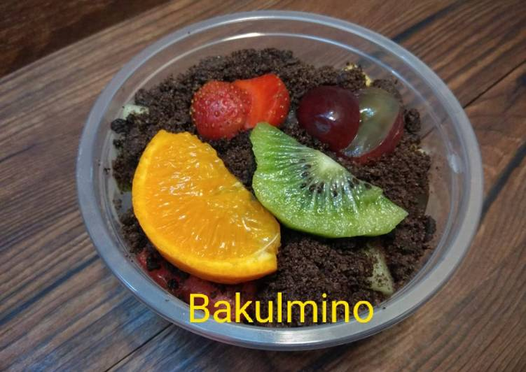 Salad Buah Yogurt Oreo