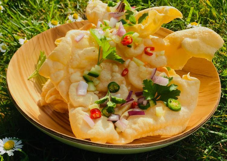 Loaded Poppadoms / Poppadum Nachos topped with chilli and herbs 🌿🌱