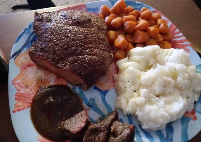 Seasoned Swiss Steak w/ Glazed Carrots and Ranch Mashed Potatoes