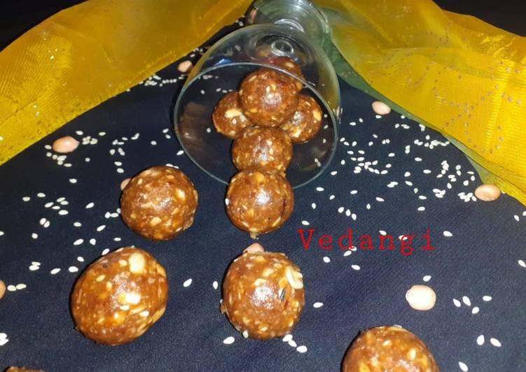 Simple Way to Make Super Quick Homemade Dates, Peanuts & Sesame Ladoos