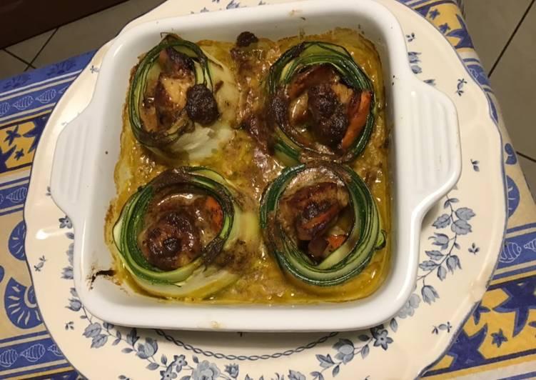 Noix de saint Jacques crème d échalotes en nid de courgettes sur lit de courgettes au curry