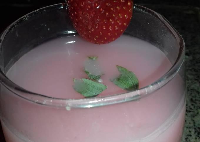 Strawberry yummy milkshake recipe