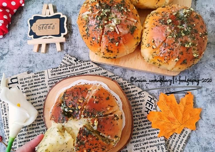 Korean Garlic Cheese Bread