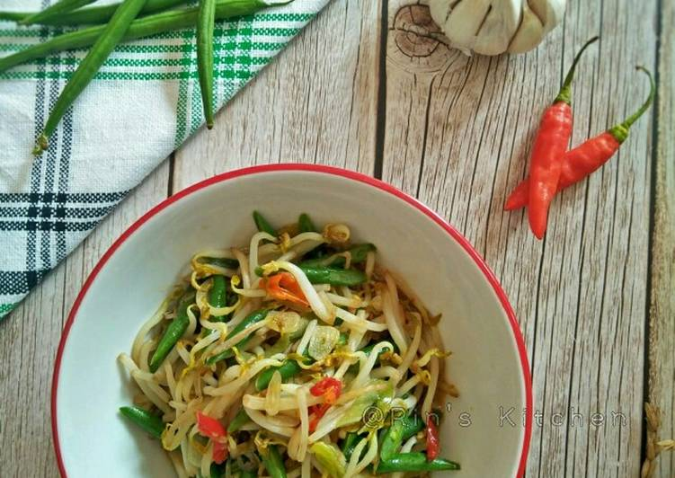 Recipe: Appetizing Stir-Fried Bean Sprouts and Green Beans