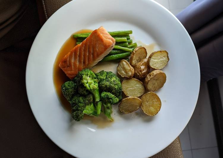 Simple Way to Prepare Ultimate Pan Fried Salmon with Vegetables and Roasted Potatoes