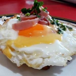 Huevo benedictinos con huevo frito