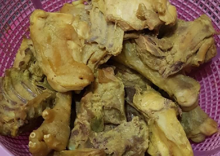 Ayam Kampung Ungkep Bumbu Kuning