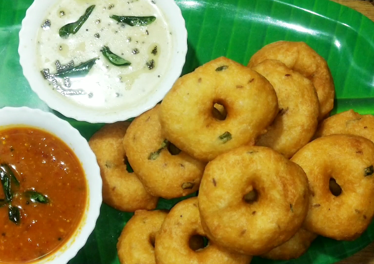Dine These 14 Superfoods to Go Green for Optimal Health, Medu vada
