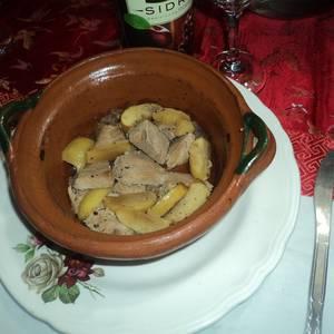 Lomo mechado horneado con perones amarillos, especias de cajún y sidra blanca