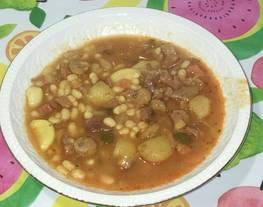 Alubias estofadas con verduras y jamón serrano