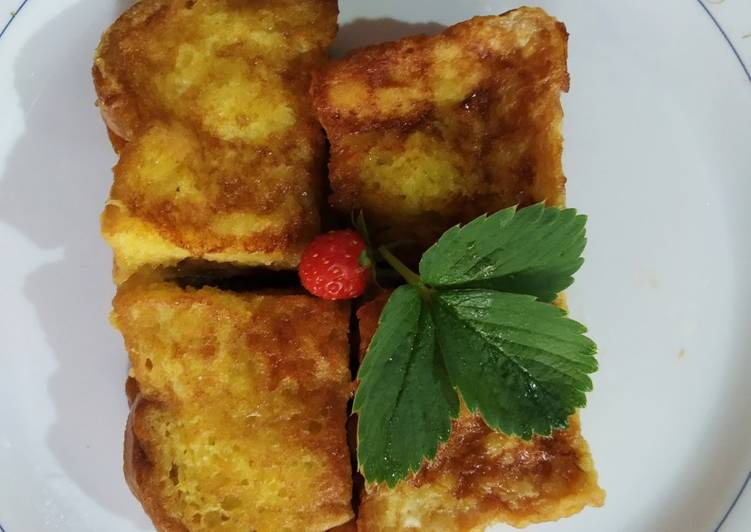 Roti tawar isi pisang. French toast