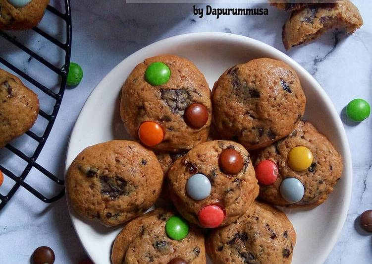 Soft Cookies isi DCC cincang, kismis, Toping ChaCha chocochips