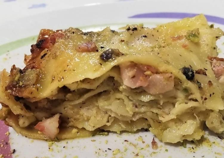 Recipe: Appetizing Lasagna with Bacon, Smoked Scamorza and Pistachio Pesto
