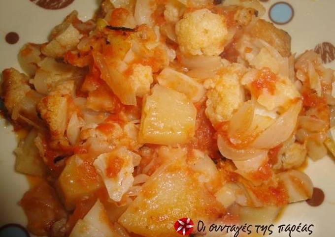 Roasted cauliflower with tomato and potatoes