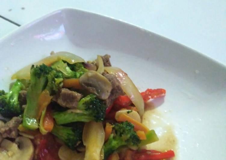 Tumis Brokoli Jamur Kancing Daging Sapi