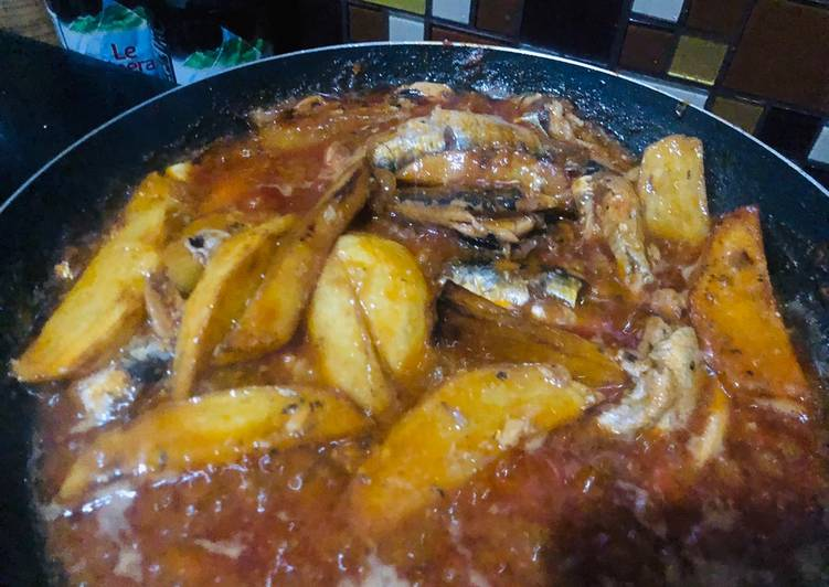 Sarden kalengan dengan kentang