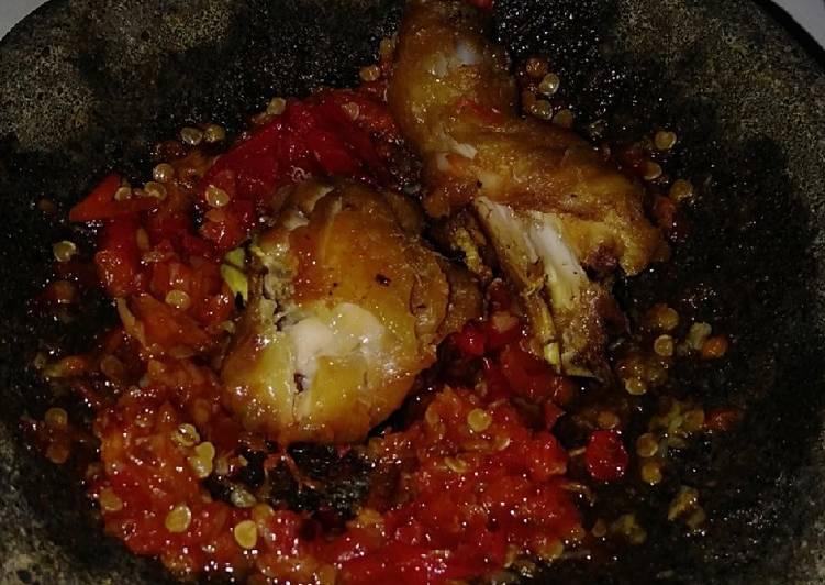 Ayam goreng sambal geprek