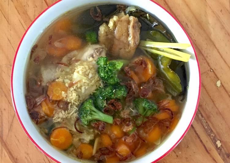 Cara membuat: Soto Ayam Wortel Brokoli