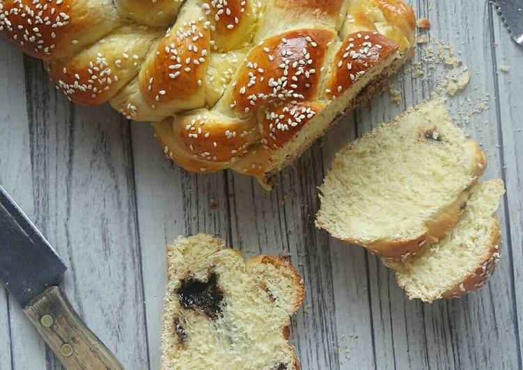 chocolate-stuffed-challah
