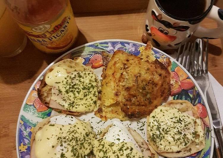 Huevos benedictinos con espinacas y papas Hash Browns