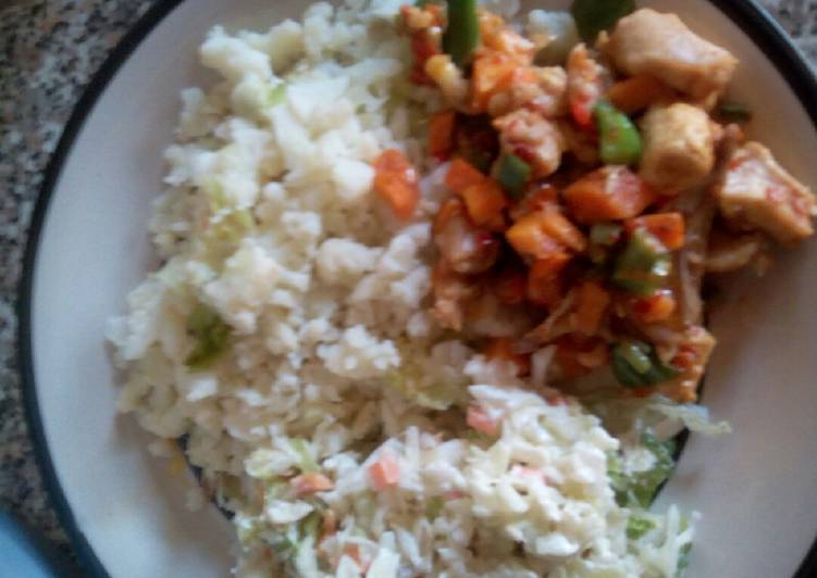 Cauliflower with coleslaw and chicken vegetable sauce