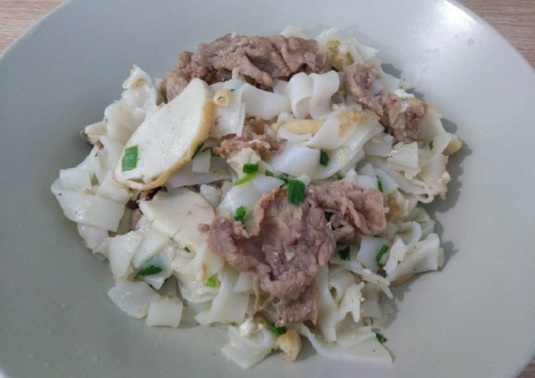 干炒牛河 Stir-fry Flat Noodles with Beef