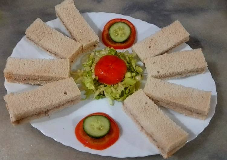 Tuna finger sandwich