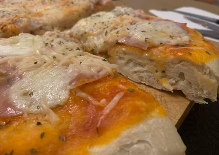 Pizza casera esponjosa