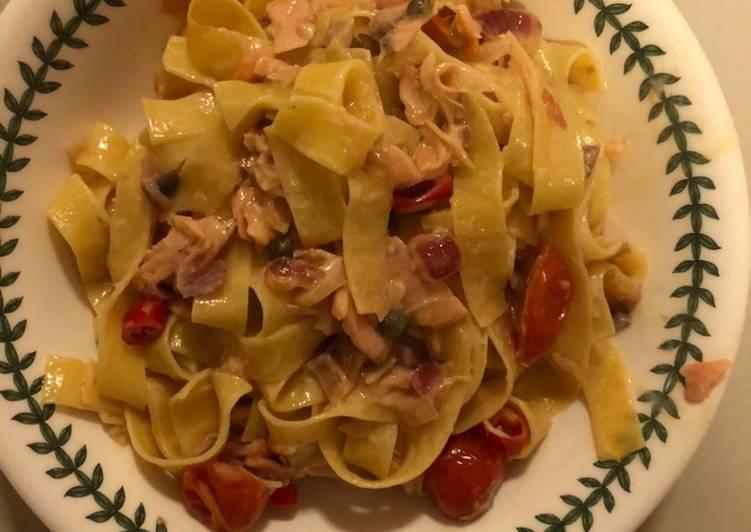 Smoked Salmon, Shallot, Tomato & Caper Pasta